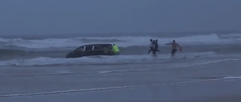 Two kids rescued from van in Daytona surf / Headline Surfer®