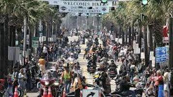 Scene-setter of Bike Week on Main Street in Daytona Beach / Headline Surfer®