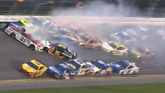 The Big One with 10 laps to go in the 2019 Daytona 500 collected 21 cars / Headline Surfer