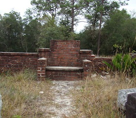 The Devils Chair in Lake Helen (Cassadaga Cemetery), FL / Headline Surfer®