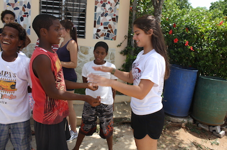 Lisa Gailey's daughter, Jacqueline with children in Dominican Republic trip / Headline Surfer®