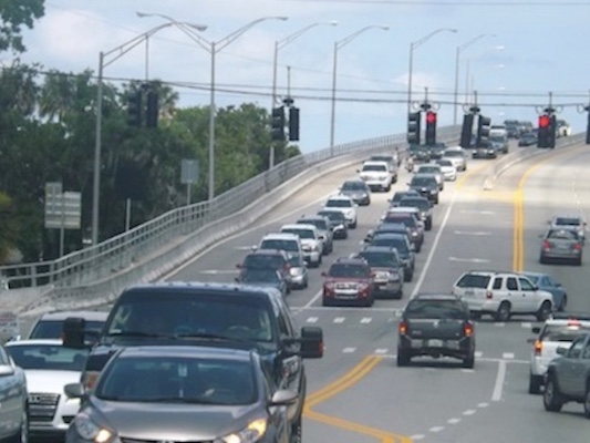 Traffic nightmare leaving the beach over the South Causeway in New Smyrna Beach, FL / Headline Surfer