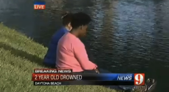 The mother of the toddler who drowned in Daytona sits by water's edge / Headline Surfer®