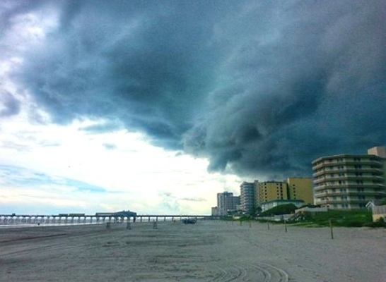 torm cloud hover over a deerted Daytona Beach on Thursday / Headline Surfer®