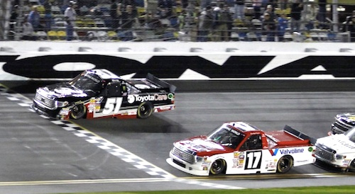 Kyle Busch win 2014 truck race at Daytona / Headline Surfer®