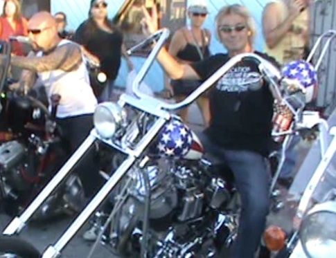 Easy Rider replica chopper a big hit in Daytona Beach, FL at Biketoberfest / Headline Surfer®