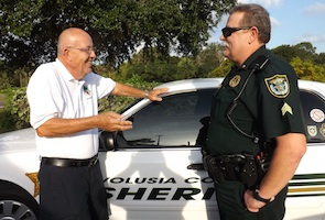 Oak Hill Mayor greets a VCSO deputy / Headline Surfer