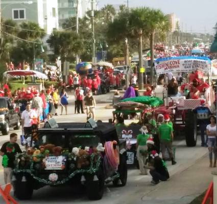 New Smyrna Beach Christmas Parade / Headline Surfer®