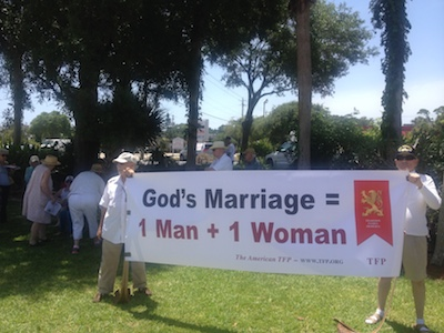 Maredy & Walt Hanford lead protest against gay marriage in Port Orange, Fl / Headline Surfer