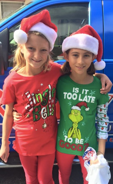 Two girls watch Port Orange Christmas Parade / Headline Surfer®