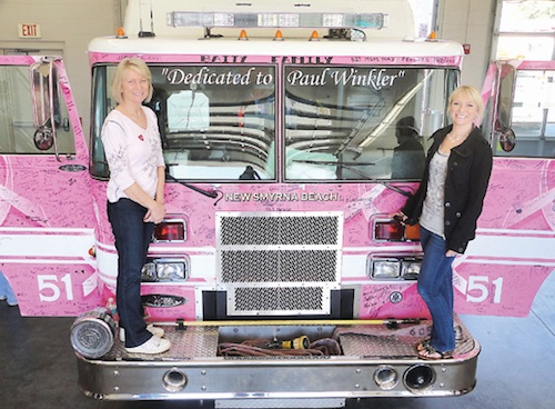 Sandy Winkler and daughter stand on fire truck named after late husband, who died of cancer / Headline Surfer®