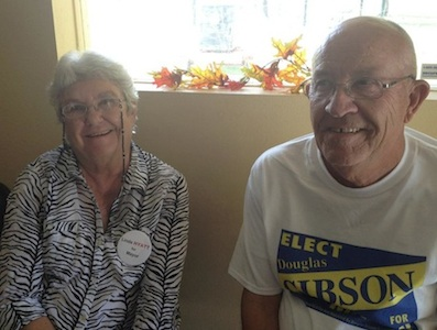 Oak Hill mayoral candidates Linda Hyatt and Doug Gibson / Headline Surfer